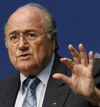 Presidente da Fifa, Joseph Blatter, durante coletiva de imprensa na sede da Fifa, em Zurique, na Suíça.  Blatter cancelou os planos de comparecer à final da Liga dos Campeões para se preparar para enfrentar um comitê de ética da entidade reguladora do futebol no domingo. 09/05/2011   REUTERS/Arnd Wiegmann