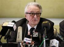 <p>Former French Foreign Minister Roland Dumas speaks during a news conference in Tripoli May 29 2011. REUTERS/Louafi Larbi</p>