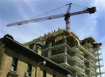 <p>A condominium building under construction is seen in downtown Toronto, May 14, 2009. REUTERS/ Mike Cassese</p>