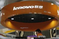 <p>Lenovo, quatrième marque mondiale d'ordinateurs personnels, lance une offre d'achat de plus de 800 millions de dollars (554 millions d'euros) sur l'allemand Medion. /Photo d'archives/REUTERS/Aly Song</p>