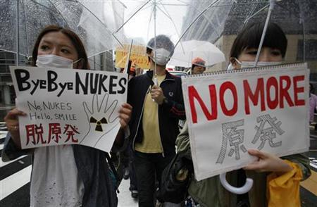Demonstrators take part in an anti-nuclear protest in the rain in Tokyo May 29, 2011. REUTERS/Yuriko Nakao