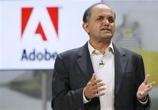 <p>Le directeur général d'Adobe, Shantanu Narayen. Le leader des logiciels de design a vu son bénéfice net progresser de 54% au deuxième trimestre grâce à une forte demande de ses logiciels en dépit d'une conjoncture économique morose, pour s'établir à 229,4 millions de dollars contre 148,6 millions un an auparavant. /Photo prise le 6 janvier 2011/REUTERS/Rick Wilking</p>