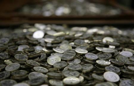 One Euro coins are pictured after being minted at the Austrian national mint in Vienna April 8, 2009. REUTERS/Leonhard Foeger/Files