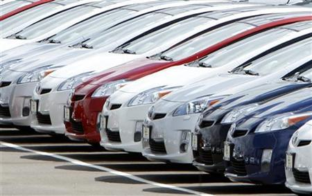 A row of new 2010 Toyota Prius hybrid vehicles sit for sale in the car lot at the Toyota dealership in El Cajon, California March 9, 2010. REUTERS/Mike Blake