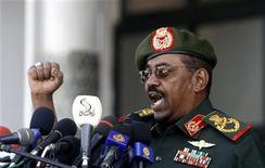<p>Sudan's President Omar Hassan al-Bashir addresses a rally of soldiers in the capital Khartoum, March 16, 2009. REUTERS/Mohamed Nureldin Abdallh</p>