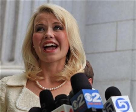Elizabeth Smart talks to the media outside the Federal Courthouse after addressing her kidnapper, Brian David Mitchell, during his sentencing in Salt Lake City, Utah, May 25, 2011. REUTERS/Michael Brandy