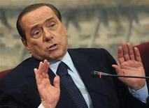 Премьер-министр Италии Сильвио Берлускони на презентации в Риме,  7 июля 2011 года. Премьер-министр Италии Сильвио Берлускони не будет баллотироваться на новый срок на следующих выборах, сказал он в пятницу газете La Repubblica. REUTERS/Stringer