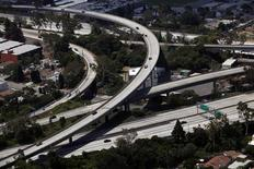 <p>The intersection of the closed 405 freeway and the 10 freeway is seen in Los Angeles, California July 16, 2011. REUTERS/Eric Thayer</p>