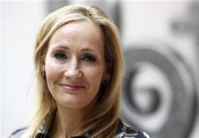 """J.K Rowling, autora dos livros de Harry Potter, no lançamento do novo site Pottermore, em Londres, em junho. Uma ação judicial que acusava J.K. Rowling de plagiar o trabalho de outro autor de livros infanto-juvenis quando escreveu """"Harry Potter e o Cálice de Fogo"""" foi arquivada na Grã-Bretanha depois de o querelante não ter depositado o dinheiro ordenado por um juiz como garantia. 23/06/2011  REUTERS/Suzanne Plunkett"""