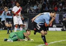 O uruguaio Luis Suárez comemora gol contra o Peru na Copa América.      REUTERS/Jorge Silva