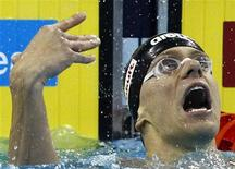Cesar Cielo após vencer os 50 metros borboleta masculino no 14o Campeonato Mundial de Natação da Fina em Xangai. 25/07/2011   REUTERS/David Gray