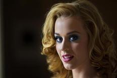 Katy Perry posa para retrato em Nova York, em 24 de julho de 2011. Katy disse não se sentir tentada pelo estilo de vida hedonista que contribuiu para a morte de artistas como Amy Winehouse. 24/07/2011 REUTERS/Lucas Jackson