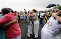 <p>Forty six couples are wed in a large same-sex ceremony, near the brink of Niagara Falls, in Niagara Falls, New York July 25, 2011. REUTERS/Doug Benz</p>