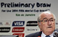Presidente da Fifa, Joseph Blatter, durante entrevista coletiva no Rio de Janeiro, onde acontece no sábado o sorteio das eliminatórias da Copa do Mundo de 2014. 27/07/2011 REUTERS/Sergio Moraes