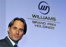 O presidente da equipe Williams, Adam Parr, posa para fotógrafos em evento da Williams em Londres, fevereiro de 2011. Parr, declarou que desejaria ver mais corridas no já lotado calendário da Fórmula 1. 09/02/2011 REUTERS/Toby Melville