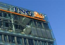 Здание банковской группы ING в Амстердаме, 17 февраля 2010 года. Прибыль голландской банковско- страховой группы ING во втором квартале 2011 года превысила прогнозы аналитиков благодаря мощному восстановлению результатов страхового подразделения. REUTERS/Toussaint Kluiters/United Photos