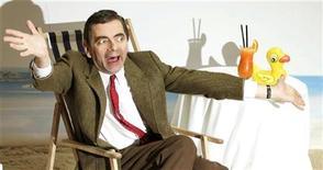 """O ator britânico Rowan Atkinson posa para apresentar o filme """"As Férias de Mr. Bean"""" na Alemanha, em 2007. Atksinson deixou nesta sexta-feira o hospital em que estava internado após um acidente de carro. 22/03/2007 REUTERS/Hannibal Hanschke"""
