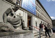 Вход в штаб-квартиру ВТО в Женеве, 18 июля 2008 года. Грузия видит преимущества вступления России во Всемирную торговую организацию, но не ощущает какого- либо давления, которое заставило бы ее согласиться на прием в ВТО нового участника до того, как тот выполнит все требуемые условия, сказал постпред страны в Женеве. REUTERS/Denis Balibouse