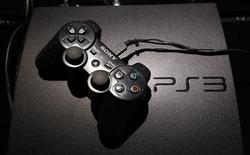 Игровая консоль PlayStation 3 в магазине в Токио 17 августа 2011 года. Sony Corp решилась снизить цену на популярную игровую консоль PlayStation 3 почти на 20 процентов в США, чтобы подтолкнуть продажи видеоигр перед сезоном отпусков. REUTERS/Kim Kyung-Hoon