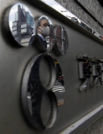 8月18日、東京電力は約8%保有するKDDI株について「早い段階で処分する方向で進めている」ことが明らかに。写真は東電の看板。4月撮影(2011年 ロイター/Kim Kyung-Hoon)