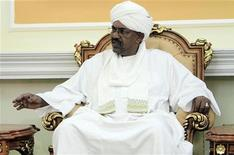 Sudan's President Omar Hassan al-Bashir talks during a meeting with the African Union High Level Panel in Khartoum October 25, 2010.                  REUTERS/Mohamed Nureldin Abdallah