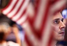 Трейдер на Нью-йоркской фондовой бирже, 19 августа 2011 года. Фондовые индексы США снизились в начале торгов среды после ралли на предыдущей сессии торгов. REUTERS/Lucas Jackson