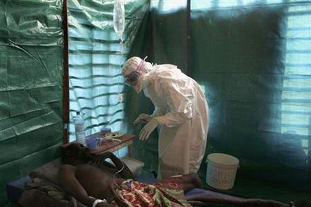 Staff with Medecins Sans Frontieres treat one of two suspected Ebola patients in Congo's Eastern Kasai province, September 26, 2007. REUTERS/MSF/Pascale Zintzen/Handout