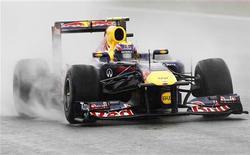 Mark Webber, da Red Bull, durante segunda sessão de treino para o Grande Prêmio da Bélgica, no circuito Spa-Francorchamps. Schumacher iniciou sua terceira década na Fórmula 1 como o mais rápido dos treinos livres para o Grande Prêmio da Bélgica, nesta sexta-feira, até ser desbancado por Mark Webber na parte da tarde. 26/08/2011 REUTERS/Thierry Roge