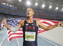 O norte-americano Trey Hardee comemora vitória na corrida de 1,500 metros no Campeonato Mundial de Daegu, na Coreia do Sul. 28/08/2011 REUTERS/Phil Noble