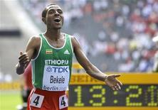 Kenenisa Bekele (R) of Ethiopia celebrates after winning the 5000 meters final during the world athletics championships at the Olympic stadium in Berlin, August 23, 2009.   REUTERS/Michael Dalder
