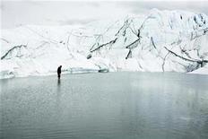 <p>Hikers walk on the Matanuska Glacier near Palmer, Alaska, August, 10 2008. REUTERS/Lucas Jackson</p>
