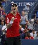 Andy Murray, da Inglaterra, comemora sua vitória sobre Robin Haase, da Holanda, em partida do Aberto dos Estados Unidos, em Nova York. 02/09/2011 REUTERS/Jessica Rinaldi