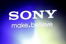Логотип Sony, сфотографированный в Токио, 31 августа 2011 года. Sony Corp, несколько месяцев назад потерявшая личные данные 100 миллионов пользователей своих игровых сетей из-за массивной хакерской атаки, наняла бывшего сотрудника департамента США по национальной безопасности на новую должность главы службы информационной безопасности. REUTERS/Issei Kato