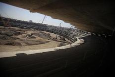 Obras de renovação do estádio do Maracanã, no Rio de Janeiro, em agosto. A greve dos operários que trabalham nas obras do Maracanã pode comprometer o prazo de entrega do estádio à Fifa para a Copa das Confederações em 2013, alertou o sindicato que representa os trabalhadores nesta terça-feira. 19/08/2011 REUTERS/Ricardo Moraes