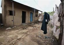 A view of a two-room building where Nigerian authorities said they had found a bomb-making factory in the village of Hayin-Uku near Abuja September 6, 2011.    REUTERS/Afolabi Sotunde