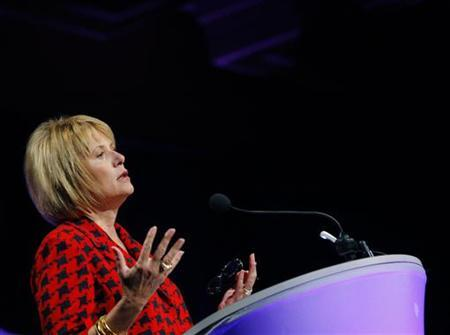 Yahoo CEO Carol Bartz gestured during her speech at the American Association of Advertising Agencies annual Media and Leadership Conference in San Francisco, California March 1, 2010. REUTERS/Robert Galbraith