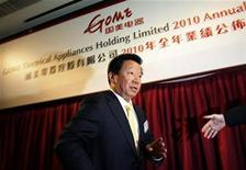 <p>Gome's new Chairman Zhang Dazhong is led away after a news conference announcing the company's results in Hong Kong March 28, 2011. REUTERS/Bobby Yip</p>