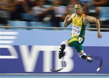 Sul-africano Oscar Pistorius participa da semifinal dos 400 metros rasos durante o Campeonato Mundial de Atletismo em Daegu, na Coreia do Sul, no dis 29 de agosto de 2011.REUTERS/Kai Pfaffenbach