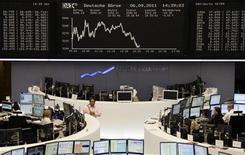 Торговый зал биржи во Франкфурте-на-Майне, 6 сентября 2011 года. Европейские рынки акций открылись снижением котировок из-за долговых проблем Греции. REUTERS/Remote/Kirill Iordansky