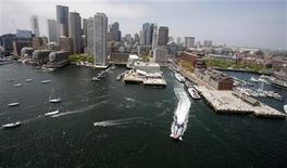 <p>The skyline of Boston, Massachusetts is seen from over Boston Harbor May 16, 2009. REUTERS/Brian Snyder</p>