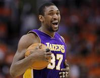 <p>Los Angeles Lakers forward Ron Artest reacts in the first half against the Phoenix Suns during Game 6 of the NBA Western Conference finals in Phoenix, Arizona May 29, 2010. REUTERS/Lucy Nicholson</p>
