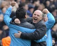 O Blackburn Rovers trouxe mais desgosto ao Arsenal ao vencer o time de Arsene Wenger de virada por 4 a 3, em um dia bom para os pequenos da Premier League no sábado. REUTERS/Nigel Roddis