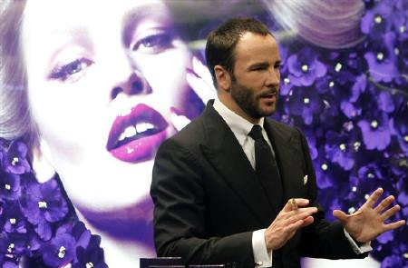 U.S. designer Tom Ford presents his new fragrance ''Violet Blonde'' at the TSUM department store in Moscow September 22, 2011.  REUTERS/Denis Sinyakov