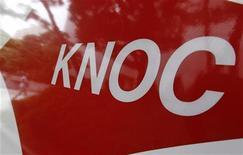 Логотип компании Korea National Oil Corp (KNOC) в Сеуле, 8 сентября 2010 года. Национальная нефтяная компания Кореи (KNOC) закупит в этом году 11,3 миллиона баррелей нефти в Азербайджане и Объединенных Арабских Эмиратах для пополнения резервов, сообщила компания в понедельник. REUTERS/Jo Yong-Hak/Files
