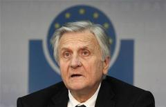 Глава Европейского ЦБ Жан-Клод Трише выступает на пресс-конференции во Франкфурте-на-Майне, 4 августа 2011 года. Сохранение стабильности в политике процентных ставок является фундаментальным вкладом в поддержку роста экономики в текущих условиях турбулентности, заявил глава Европейского ЦБ Жан-Клод Трише в среду. REUTERS/Ralph Orlowski