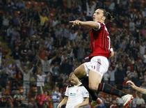 Zlatan Ibrahimovic, do Milan, comemora gol contra o Viktoria Plzen durante partida da Liga dos Campeões em Milão, Itália. 28/09/2011 REUTERS/Stefano Rellandini