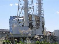 <p>El reactor número 4 de la planta nuclear de Fukushima, sep 24 2011. Expertos nucleares de la ONU viajarán esta semana a Japón para ayudar en la planeada limpieza de grandes áreas contaminadas por filtraciones de radiación luego del accidente de Fukushima en marzo, dijo el martes la Agencia Internacional de Energía Atómica. REUTERS/Tokyo Electric Power Co/Handout Imagen para uso no comercial, ni ventas, ni archivos. Solo para uso editorial. No para su venta en marketing o campañas publicitarias. Esta imagen fue entregada por un tercero y es distribuida, exactamente como fue recibida por Reuters, como un servicio para clientes.</p>