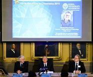 Члены Королевской шведской академии наук на пресс-концеренции в Стокгольме, где было объявлено имя лауреата Нобелевской премии по химии, 5 октября 2011 года. Нобелевскую премию по химии получит израильский ученый Даниэль Шехтман, сообщил в среду Нобелевский комитет по химии при Королевской шведской академии наук. REUTERS/Henrik Montgomery/Scanpix