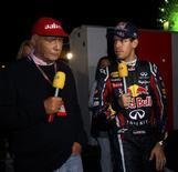 Dois campeões mundiais de F1 Sebastian Vettel e Niki Lauda após o GP do Japão de F1 em Suzuka. 09/10/2011 REUTERS/Toru Hanai