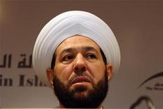 Сирийский муфтий Ахмад Хассун на открытии международной конференции, посвященной исламу, в Дамаске, 1 июня 2009 года. Муфтий Ахмад Хассун, наивысшее духовное лицо сирийских суннитов, пригрозил США и Европе атаками смертников в случае военного вмешательства в дела ближневосточного государства. REUTERS/Khaled al-Hariri